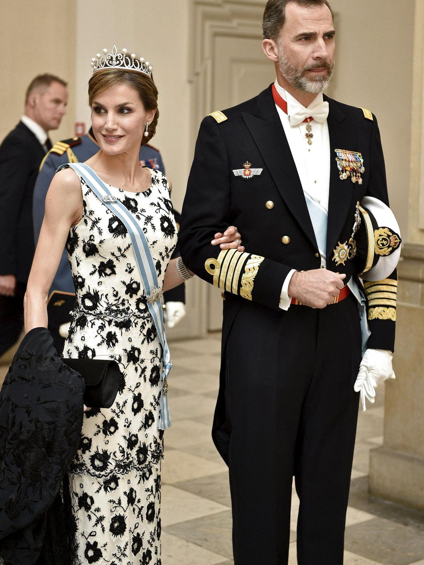 Los reyes Felipe y Letizia, en el 75º cumpleaños de Margarita de Dinamarca, en 2015. (Reuters)