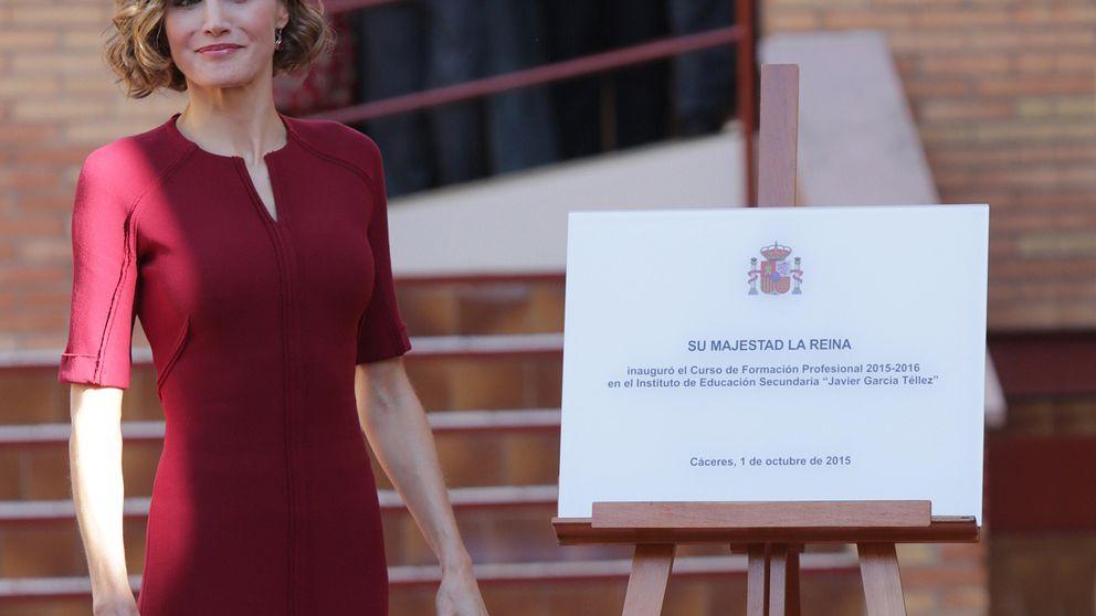 Letizia se olvida de los looks rockeros y se viste como una Reina