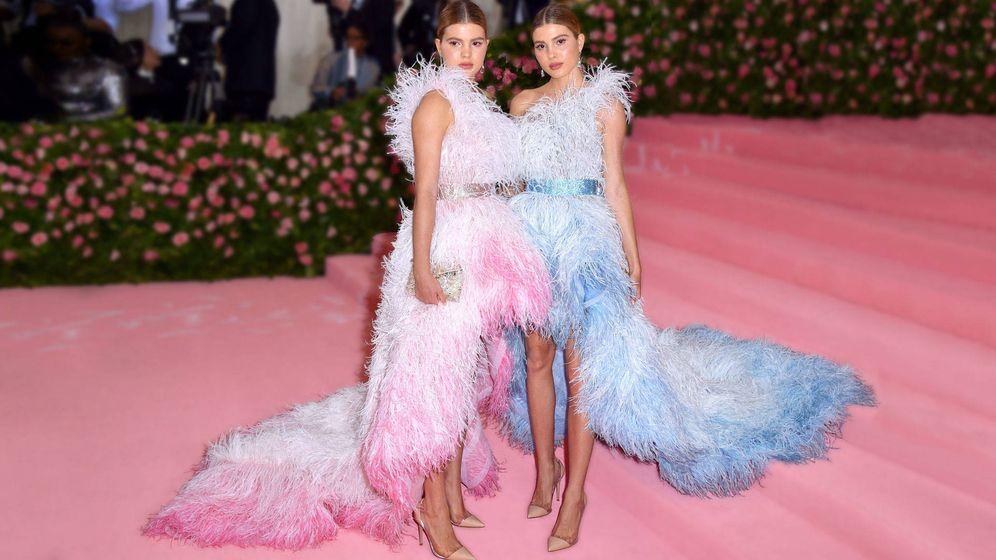 Foto: Las dos hijas de Julio Iglesias posan en el MET. (Cordon Press)