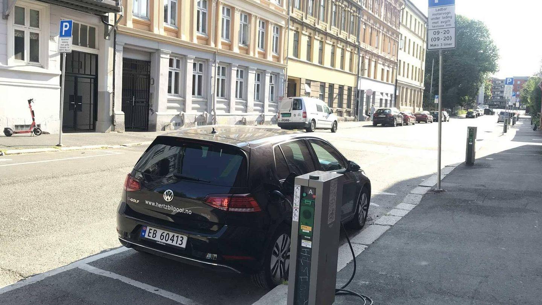 En todas las calles de las ciudades noruegas hay puntos de recarga para coches eléctricos. C.F.C.