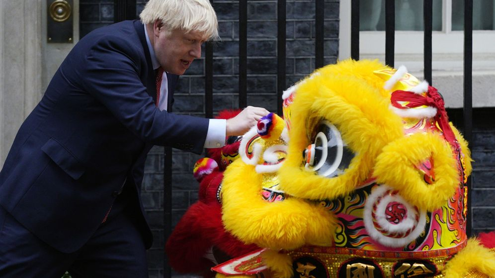 Foto: El primer ministro Boris Johnson celebra el Año Nuevo chino este 2020. (Reuters)