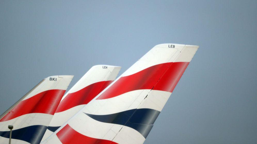 Foto: El logo de British Airways en colas de avión en un aeropuerto de Londres. (Reuters)