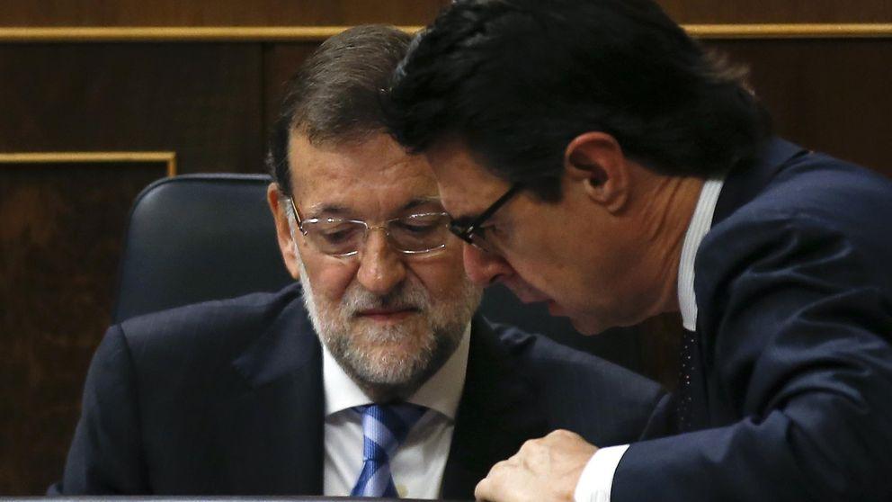 Rajoy apela al silencio total: evita hablar de Soria mientras exige nuevo Gobierno