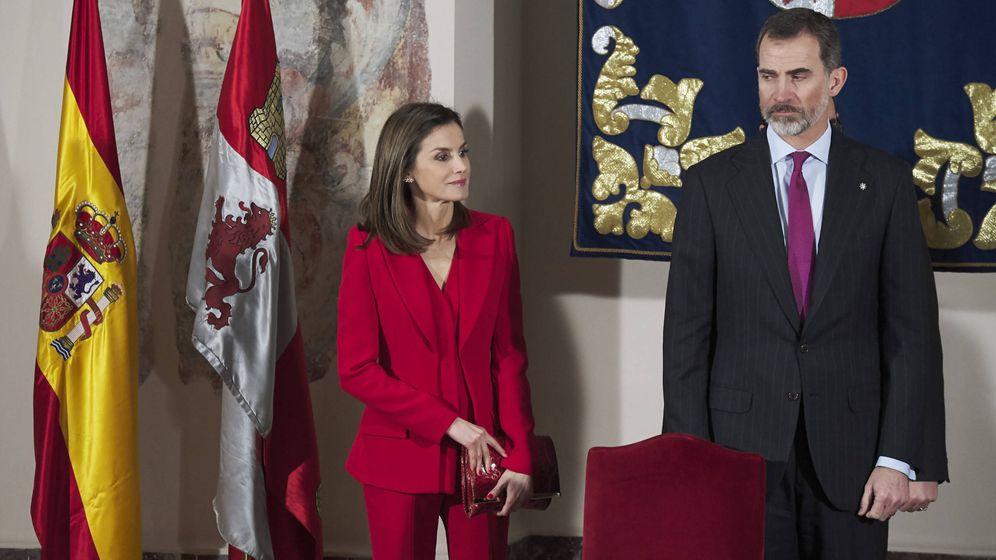 Foto: Sigue la estela de la reina Letizia, y de muchas famosas, y hazte con un traje en este color. (Getty)