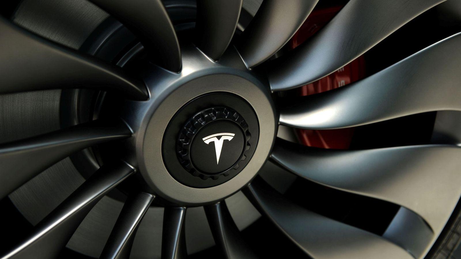 Foto: Una rueda de Tesla. (Reuters)