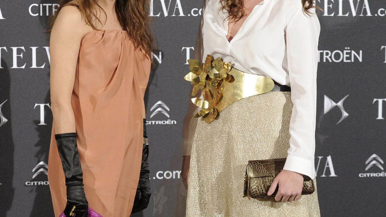 Mónica y su hermana Valvanuz, en un evento de 'Telva'. (Gtres)