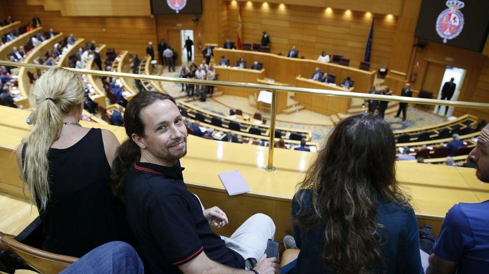 Foto: El líder de Podemos, Pablo Iglesias, en el Senado durante la jura del cargo de los senadores de la formación. (EFE)