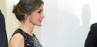 Post de Pendientazos y vestido de lunares: el look más comedido de Letizia en los Cavia
