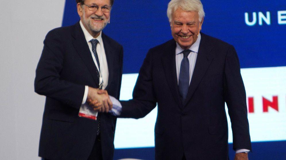 Foto: Rajoy y González, durante el foro. (EFE)