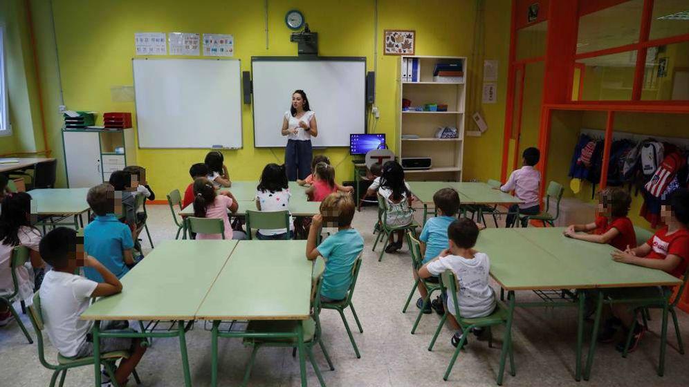 Foto: Un grupo de niños asiste a clase en el inicio del curso 2018-2019. (EFE)
