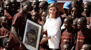Todos los detalles del último look de la reina Letizia en Senegal