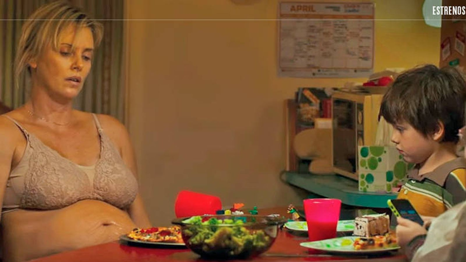 Foto: Charlize Theron en un fotograma de 'Tully'. (Universal)