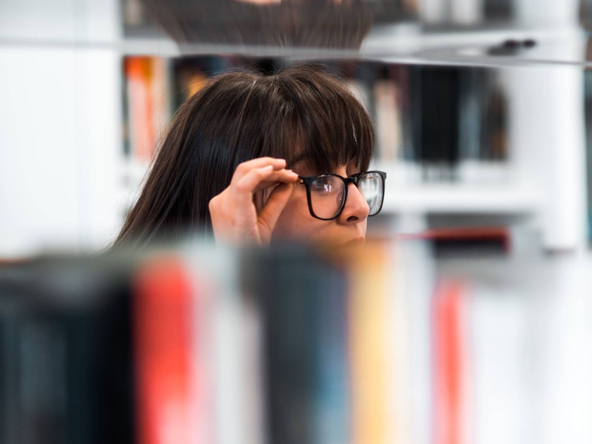 Foto: El tuit viral de un joven que pilla a una joven con un Satisfyer mientras estudia. Foto: Unsplash