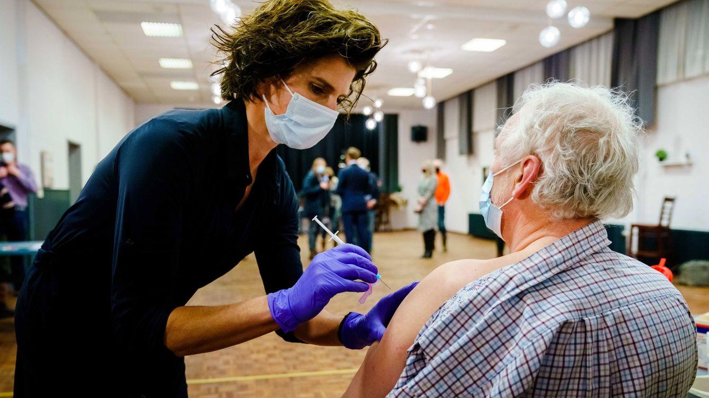 Luz verde para AstraZeneca en mayores de 65 en Australia, pero pide estudiar caso a caso