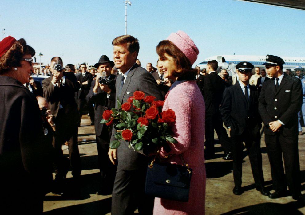 Foto: John F. Kennedy y Jacqueline Bouvier Kennedy el día del asesinato del presidente (Reuters)