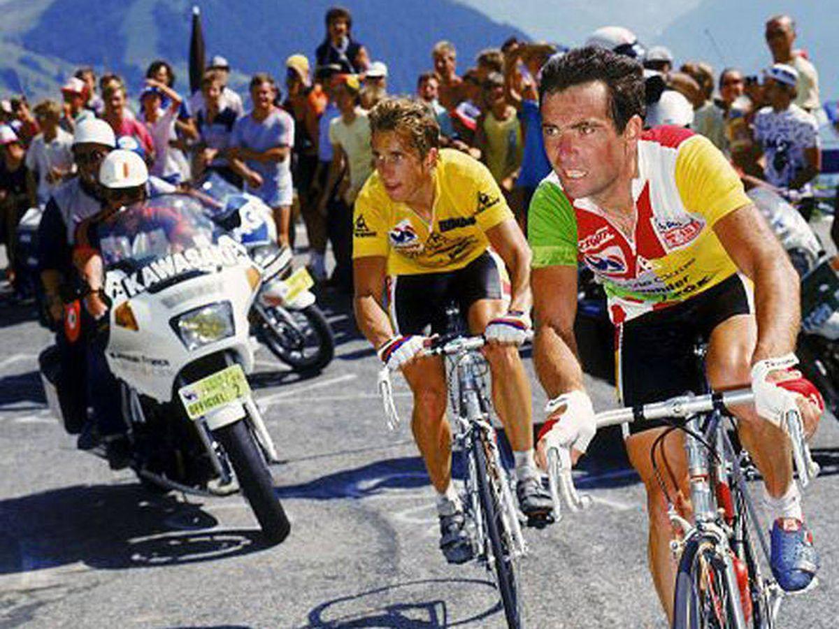 Foto: Hinault y Lemond, en su célebre subida a Alpe d'Huez en el Tour de 1986. (RTVE)