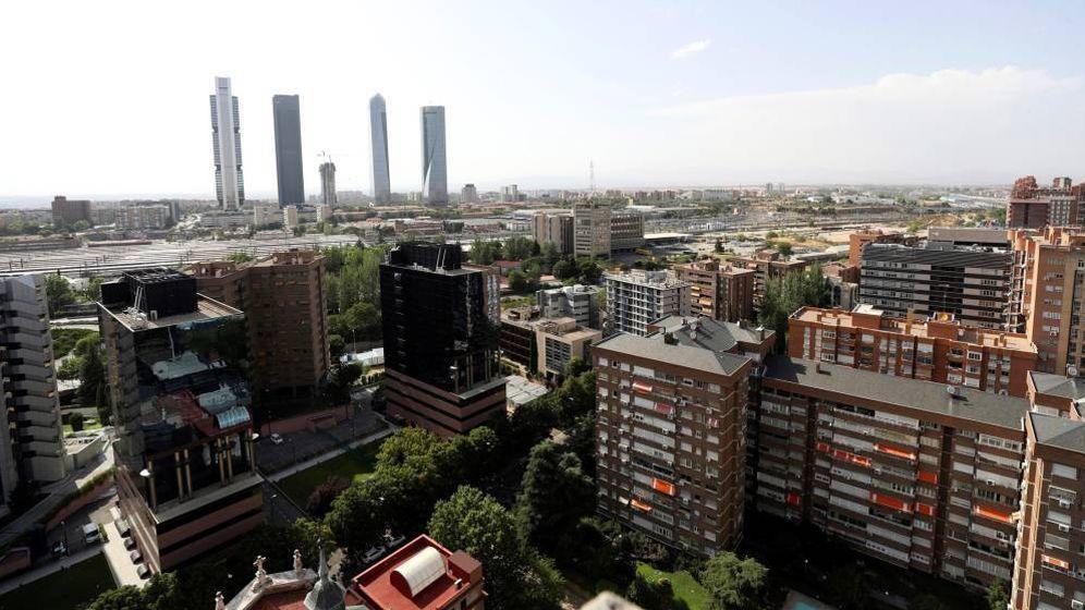 Foto: Vista general de las cuatro torres y el espacio donde arrancará la Operación Chamartín (Efe)