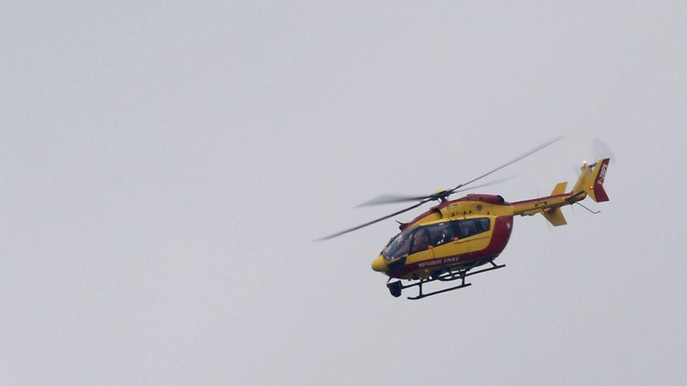 Foto: Imagen de un archivo de un helicóptero del servicio de salvamento civil francés. (Reuters)