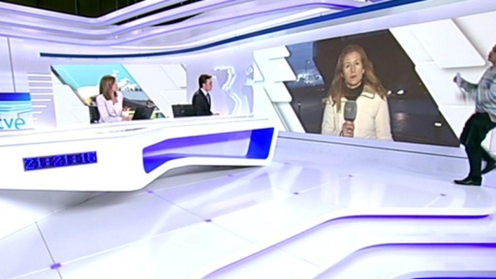 El 'boom' de los espontáneos: A Ana Blanco se le cuela uno en los informativos