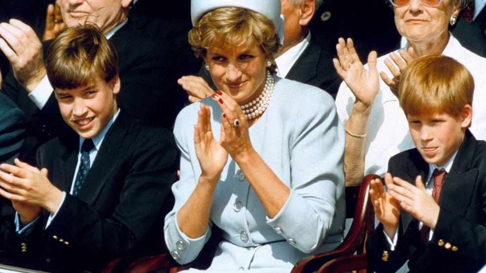 Foto: La princesa Diana, con Guillermo y Harry. (Cordon Press)