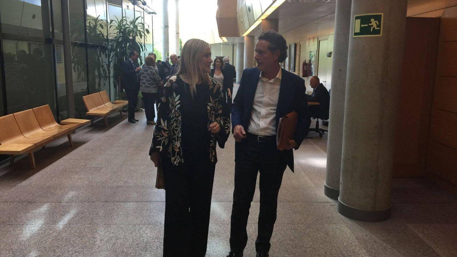 Foto: Cristina Cifuentes con el actual director general del Canal, Rafael Prieto. (EFE)