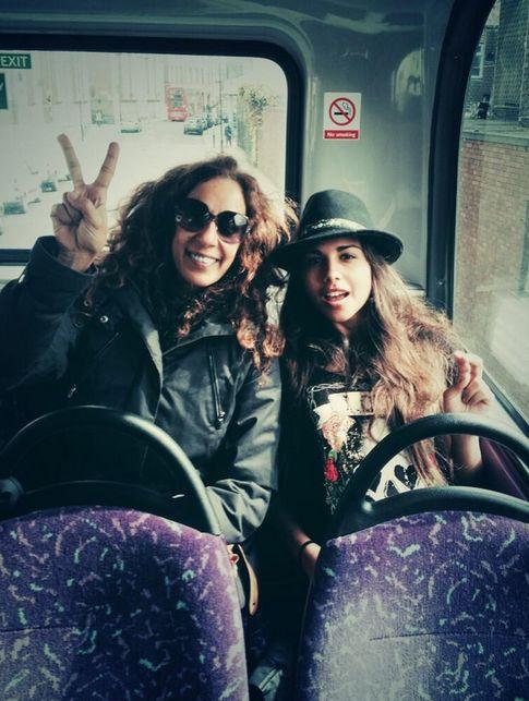 Foto: Rosario y su hija Lola (Twitter)