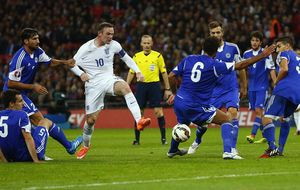 Macedonia y Ucrania alcanzan a España; Inglaterra golea a San Marino