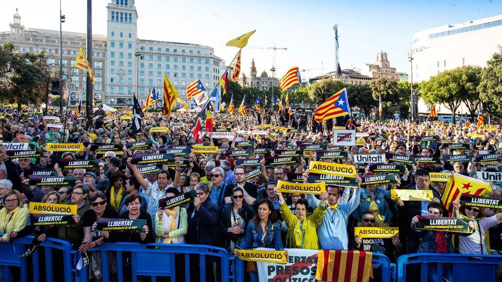Tibias manifestaciones contra el Tribunal Supremo pese al apoyo de la Generalitat
