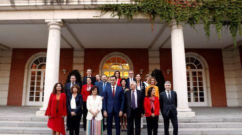 Foto de familia del Gobierno tras la sustitución de Montón por Carcedo