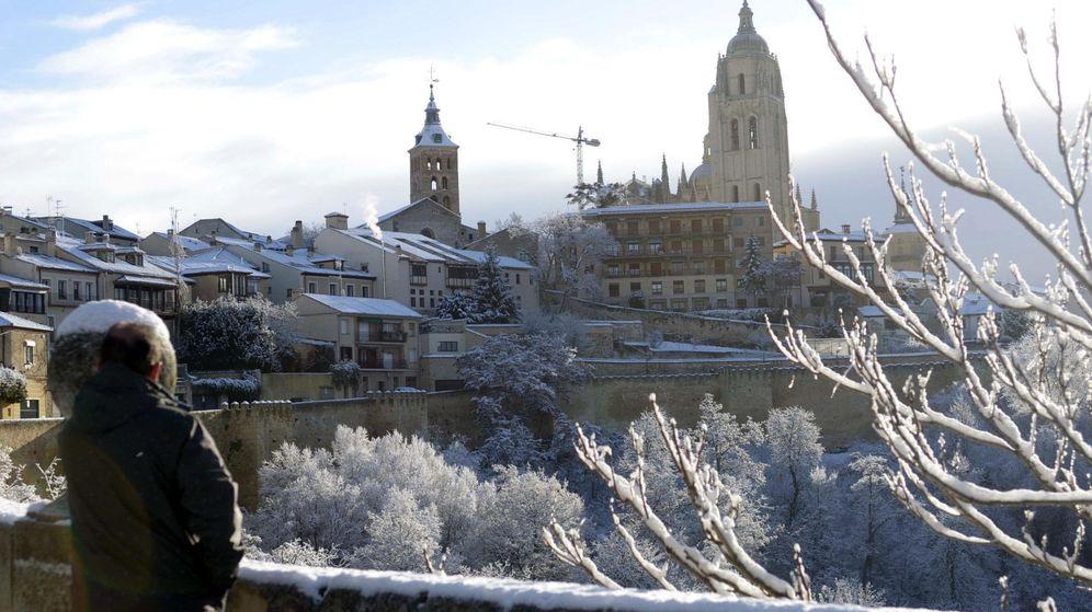 Foto: Vista de la ciudad de Segovia después de una nevada. (EFE)
