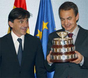 Zapatero, 'ministro de deportes' en plena crisis