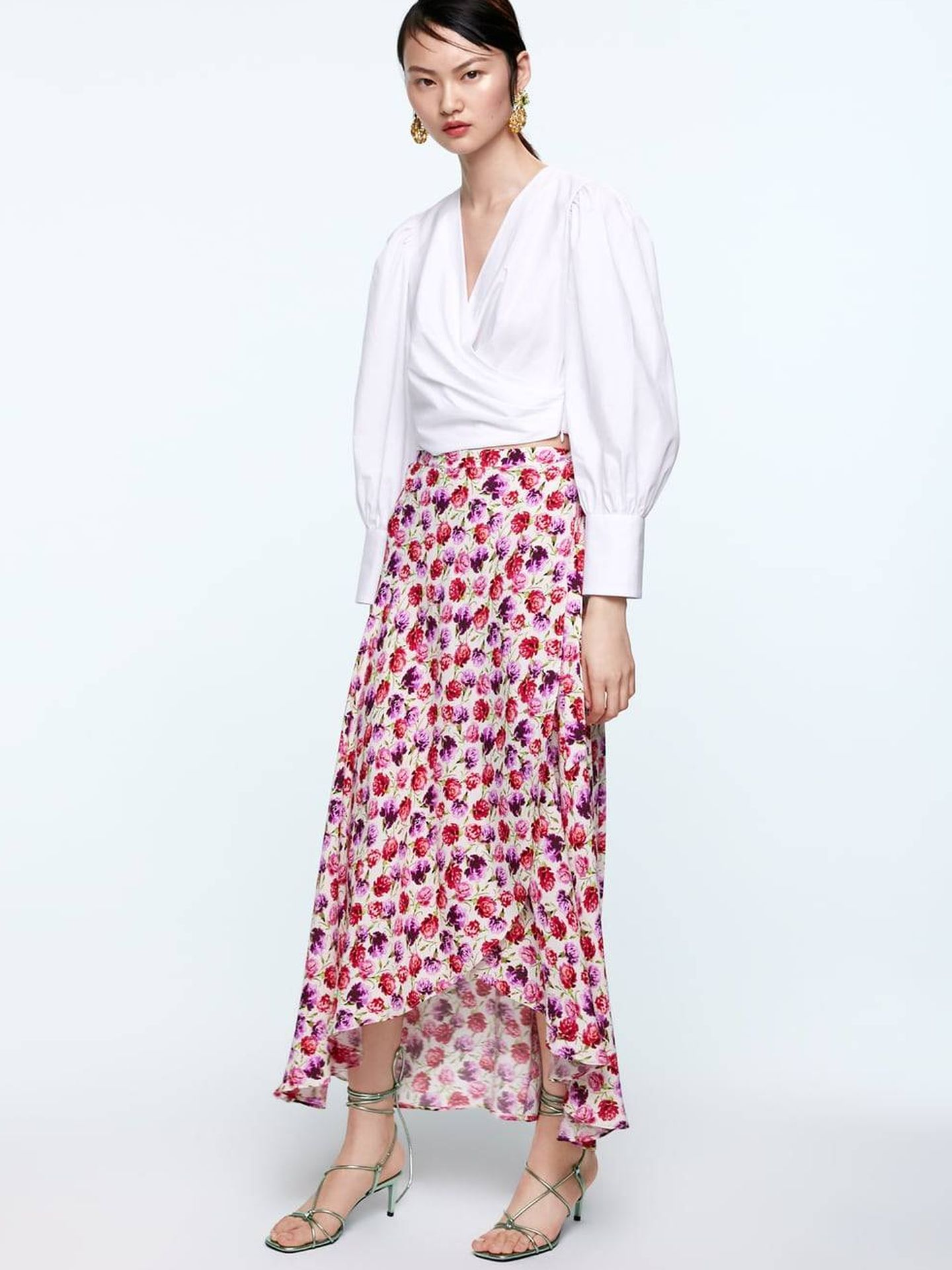 La falda que Alba Díaz luce tal y como aparece en la shop online de Zara.  (Cortesía)