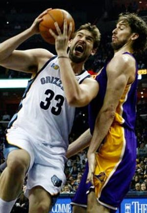 Pau Gasol se lleva el duelo fraticida ante Marc y los Lakers se desquitan ante Memphis