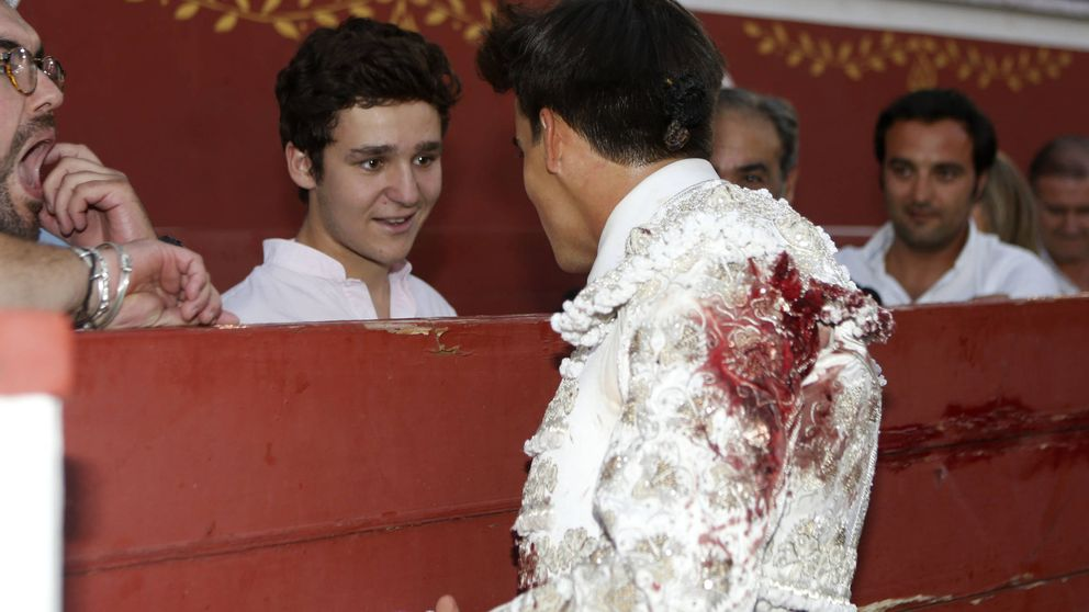 Froilán, con su hermana Victoria, apoyando a su gran amigo el torero Gonzalo Caballero