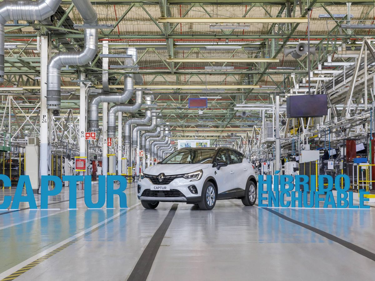 Foto: Renault comenzó la semana pasada la producción del Captur híbrido enchufable en la planta de Valladolid.