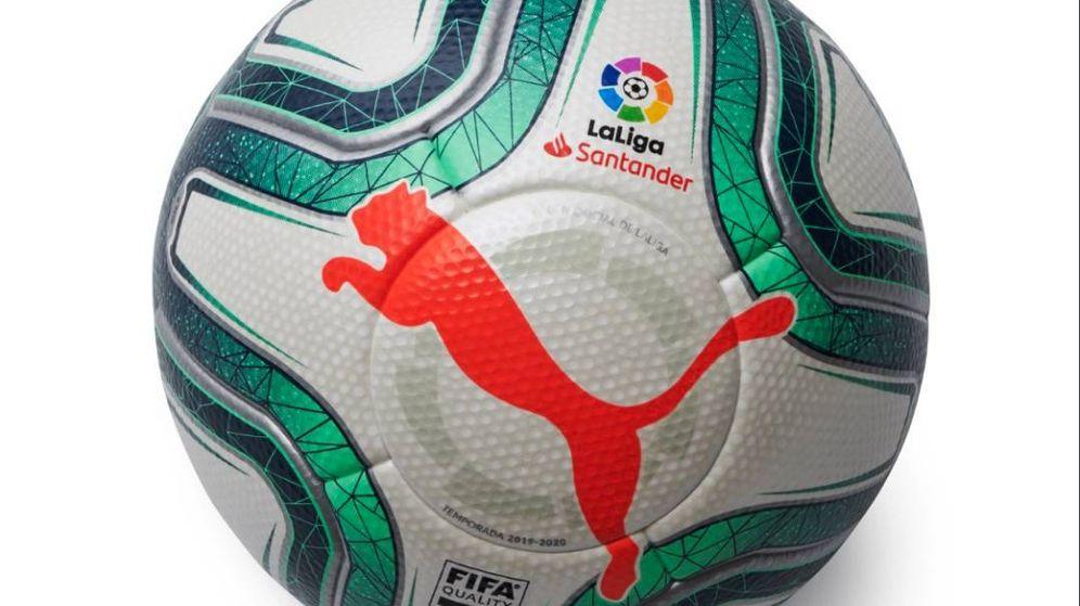 Foto: El nuevo balón de Puma con el que se jugarán los partidos de Primera y Segunda en España. (vía Puma)