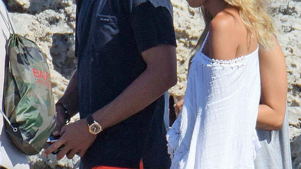 Álvaro Morata y Alice Campello pasean su amor por las calas de Formentera