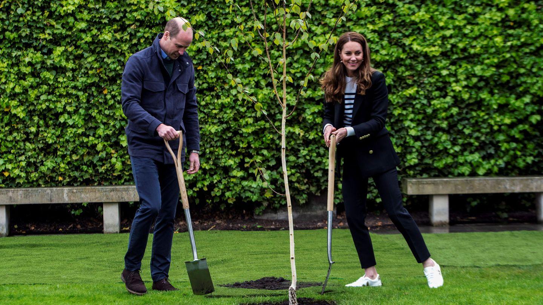 Los duques de Cambridge, en la universidad de Saint Andrews, donde se conocieron hace 20 años. (Reuters)