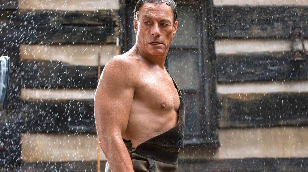 Foto: Jean-Claude Van Damme enseña músculo en 'Jean-Claude Van Johnson'. (Amazon)