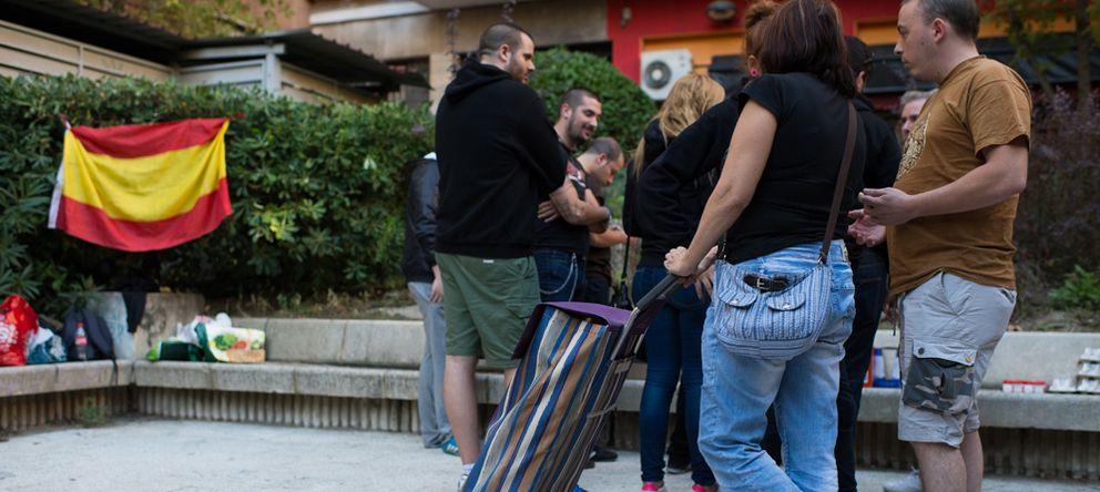 Foto: Aspecto de la plaza durante el reparto de alimentos. (Foto: P.L.L.)