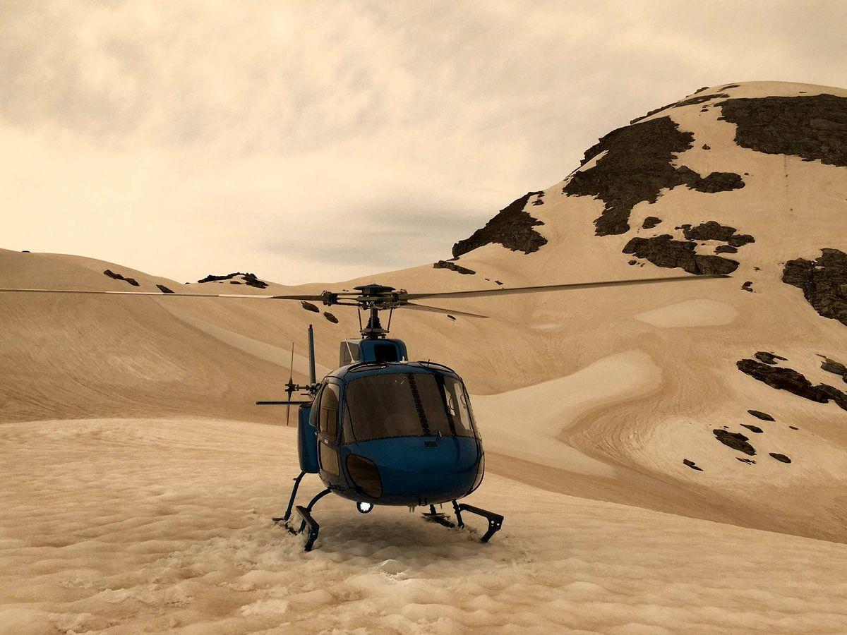 Foto: Las imágenes que circulan por las redes sociales muestran como los glaciares se han teñido de marrón (Foto: Twitter)