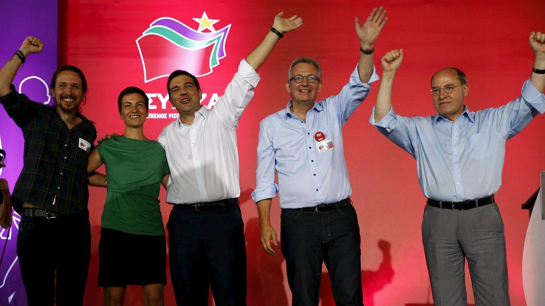Pablo Iglesias y Ska Keller junto al primer ministro de Grecia, Alexis Tsipras, el líder del Partido Comunista Francés, Pierre Laurent, y Gregor Gysi, del partido alemán Die Linke. (Reuters)