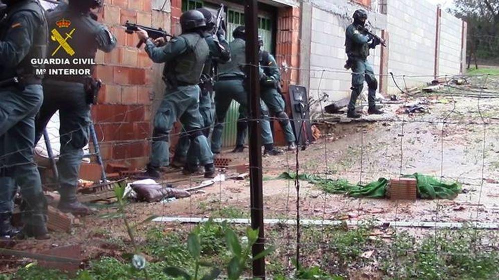 Foto: La Guardia Civil detiene a 57 personas en una operación antidroga en el Estrecho. (EFE)