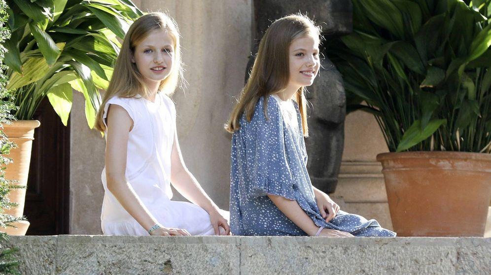 Foto: La princesa Leonor y la infanta Sofía, en Palma de Mallorca el verano pasado. (Getty)