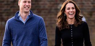 Post de Papá Noel, bolas de nieve.... La falda navideña de Kate Middleton en su última aparición