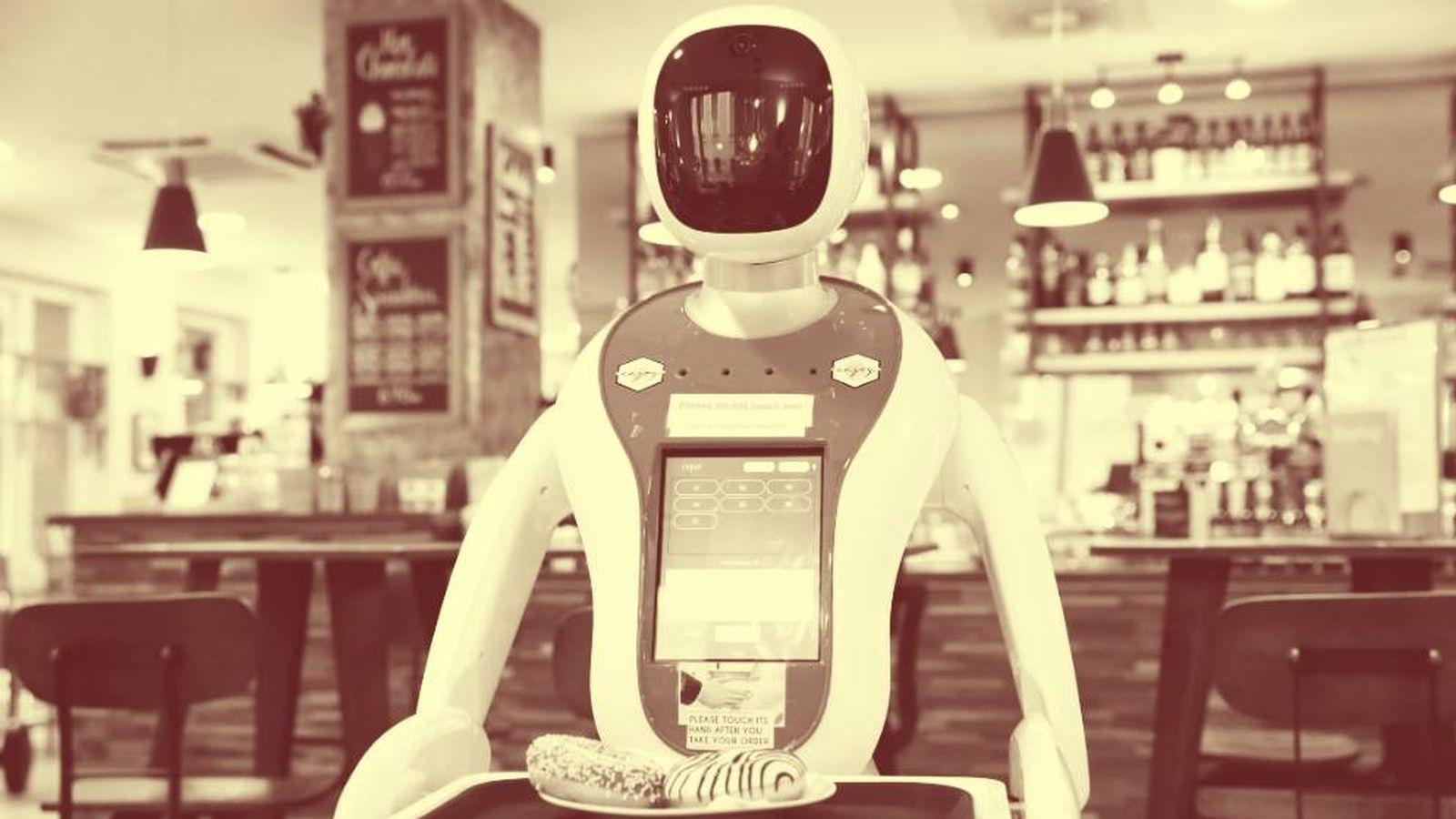 Foto: Un robot camarero sirve las mesas en un café de Hungría. (Reuters)