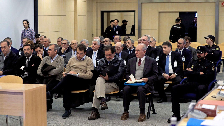 Rodrigo Rato y su equipo, en el juicio que se sigue en la Audiencia Nacional por el caso Bankia. (Reuters)