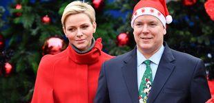 Post de Charlène y Alberto de Mónaco felicitan la Navidad con árbol y chihuahua incluido