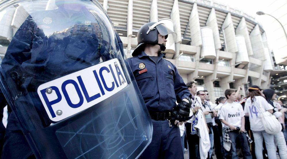 Foto: El Santiago Bernabéu nunca estuvo tan protegido como en este Clásico Real Madrid-Barcelona. (EFE)