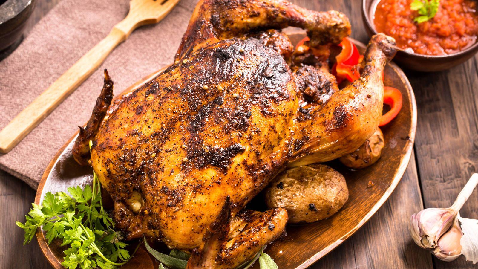 Foto: El pollo al horno es uno de los platos típicos de cualquier cocina. iStock